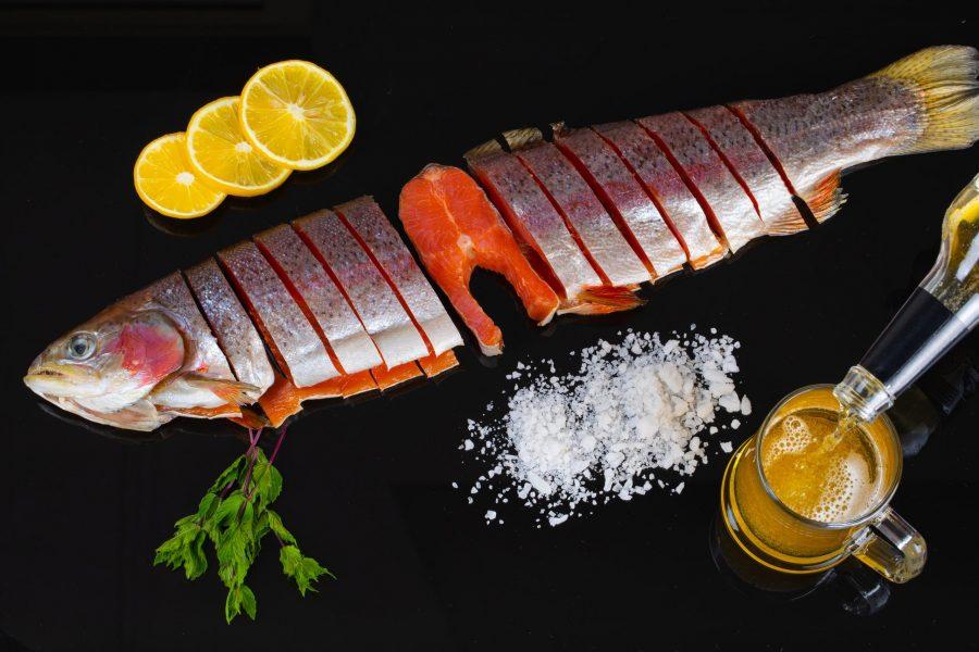 Форель соленая потрошенная с головой — вес от 600 г.